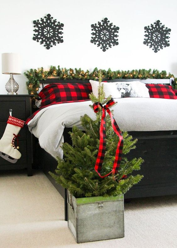 Christmas Bedroom Ideas: Stylish Monochrome Decor