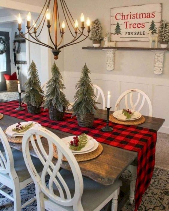 Christmas Dining Room Decor: Simple Farmhouse Style