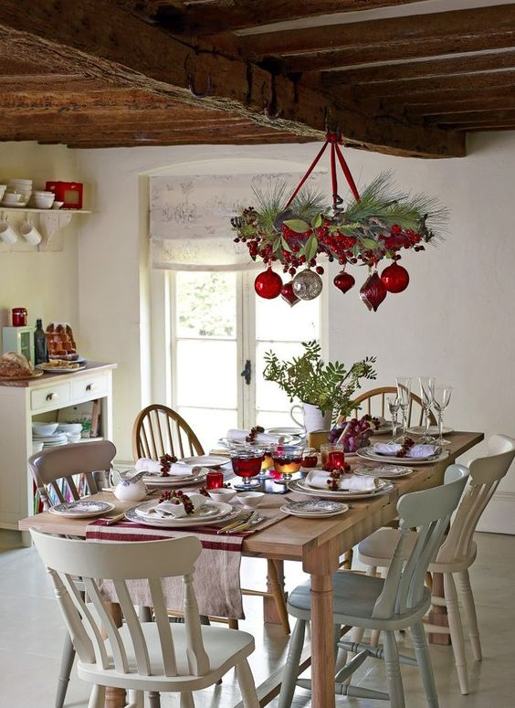 Christmas Dining Room Decor 11