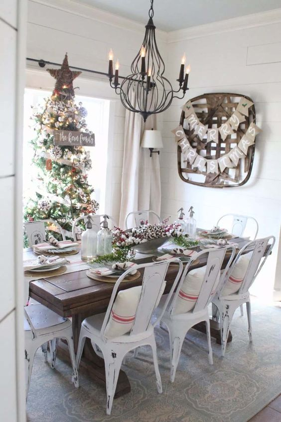 Christmas Dining Room Decor 12