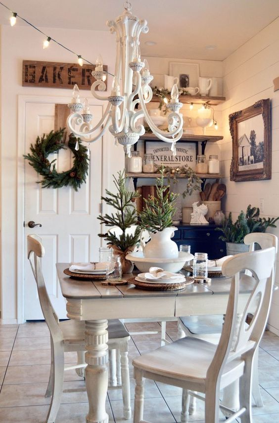 Christmas Dining Room Decor 13