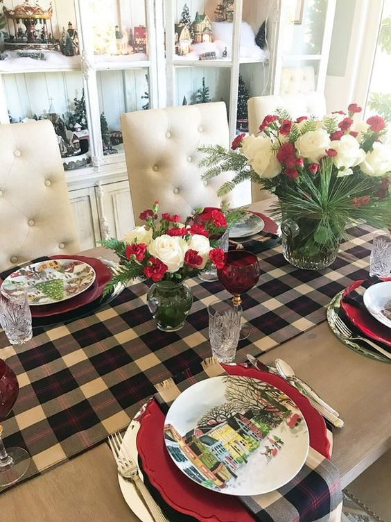 Christmas Dining Room Decor 16