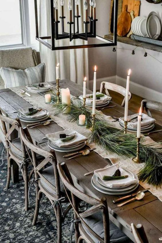 Christmas Dining Room Decor: Rustic Earthy Style