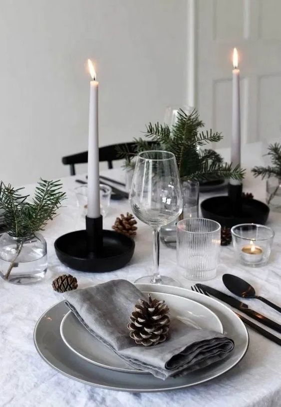 Christmas Dining Room Decor: Elegant Minimalist Style