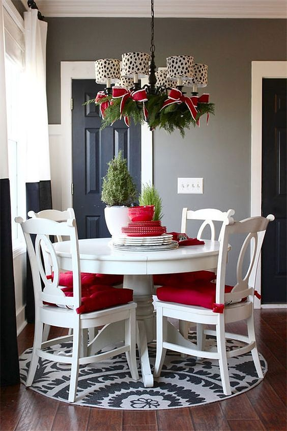 Christmas Dining Room Decor: Simple Attractive Style