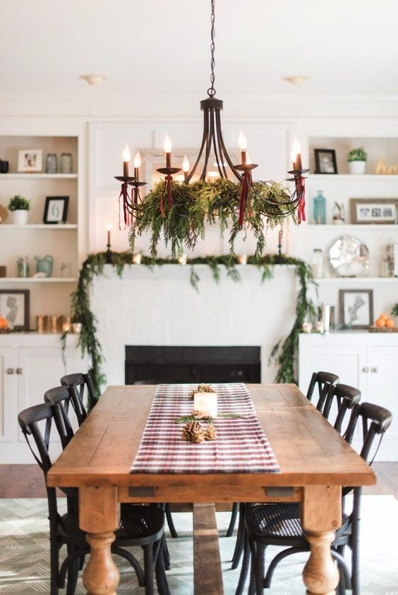Christmas Dining Room Decor: Elegant Farmhouse Style