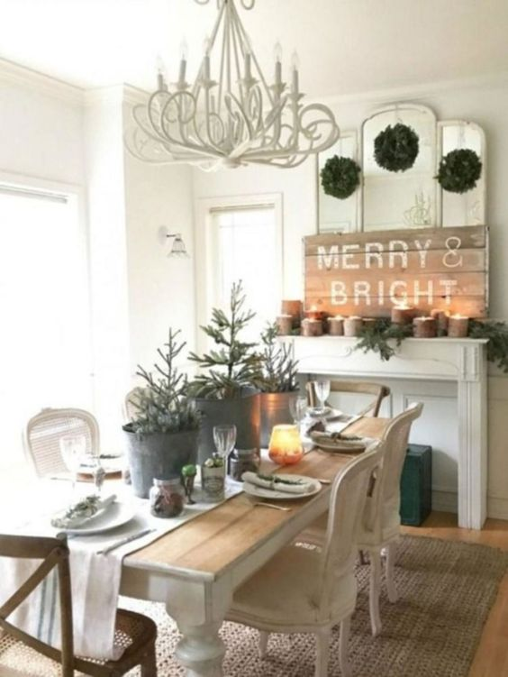 Christmas Dining Room Decor: Rustic Farmhouse Style