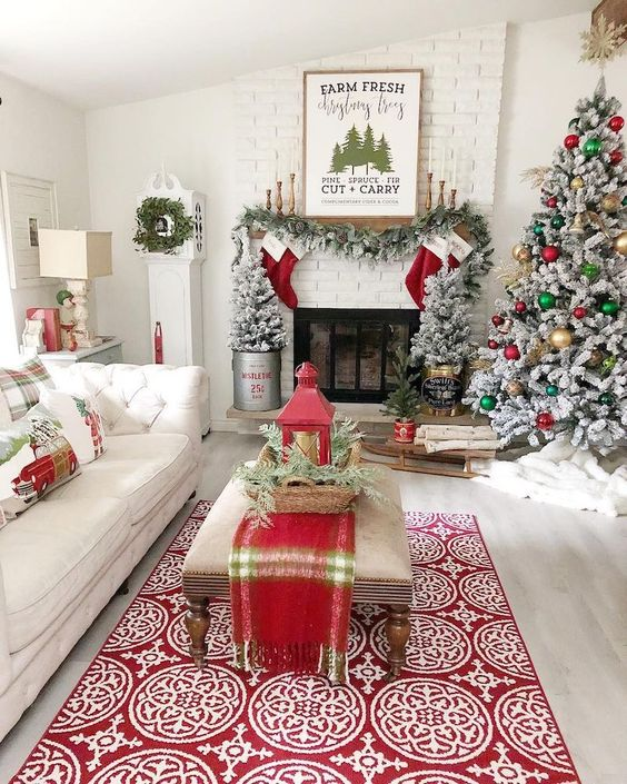 Christmas Living Room Decor: Catchy Bright Decor