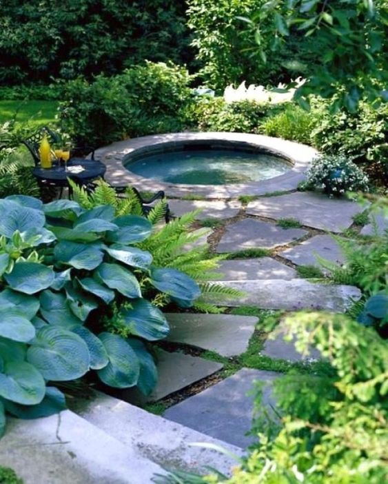 Hot Tub Backyard: In-Ground Round Spa