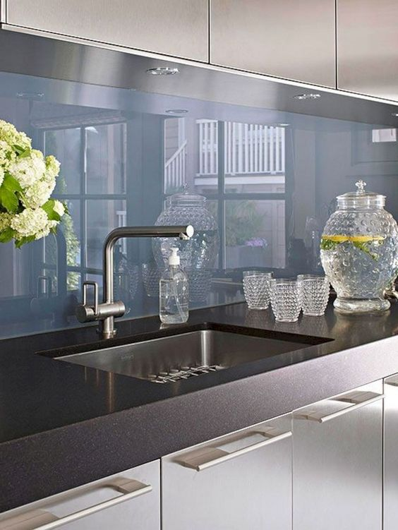 Kitchen Backsplash Ideas: Stunning Glass Style