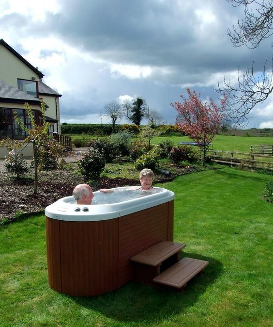 Small Hot tub Ideas: Intimate Oval Design