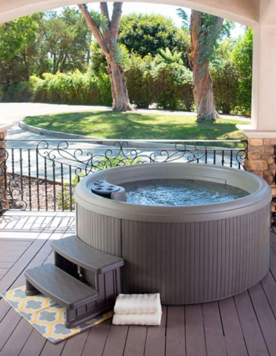 Small Hot tub Ideas: Minimalist Round Design