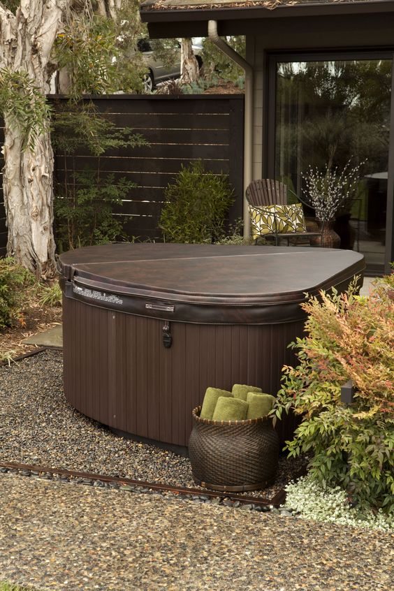 Small Hot tub Ideas: Gorgeous Earthy Design