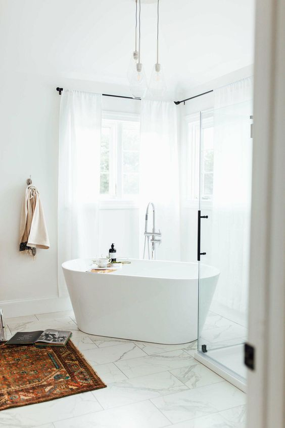 Bathroom Paint Ideas: Gorgeous All-White Decor