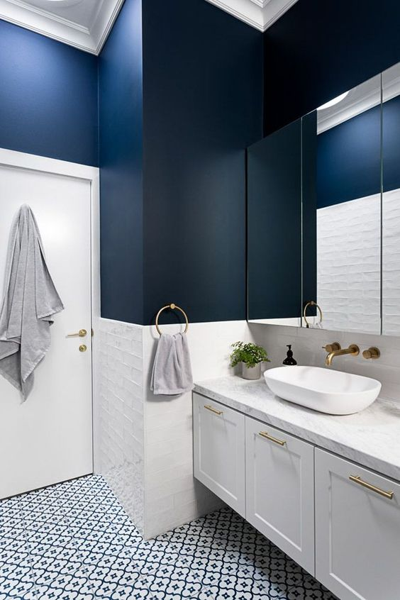 Bathroom Paint Ideas: Elegant Bold Decor