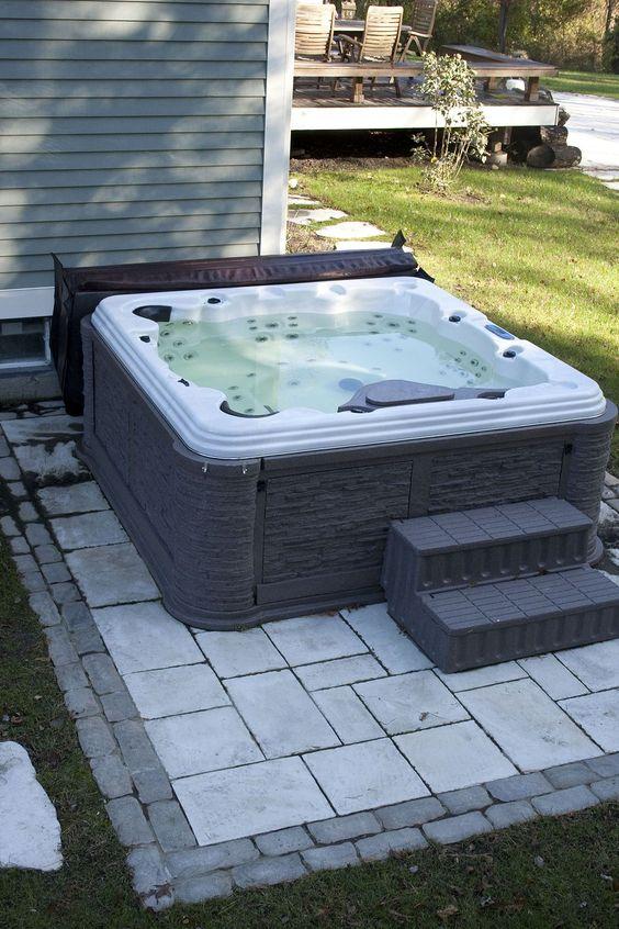 Hot Tub Ideas: Simple Small Design