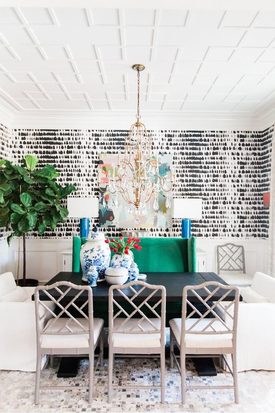Casual Dining Room Ideas: Eye-Catching Background