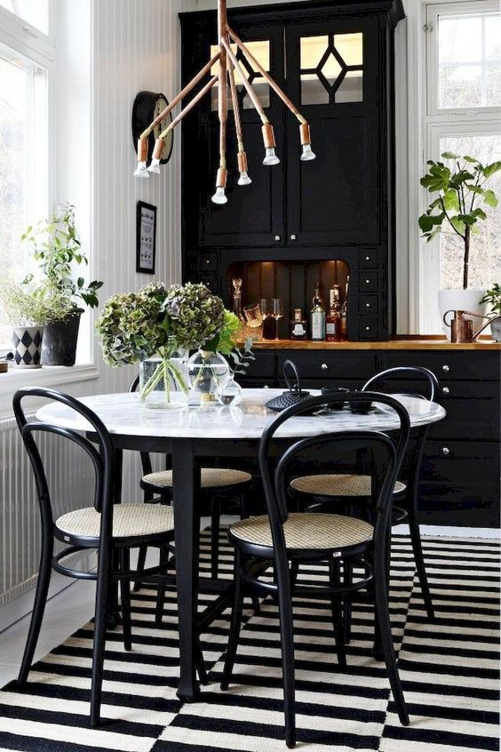 Casual Dining Room Ideas: Classic Black and White