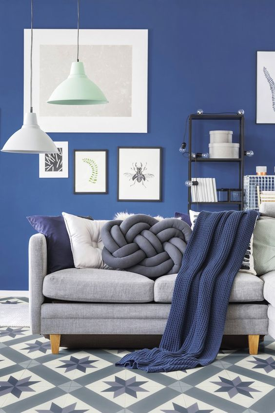 Navy Living Room Ideas: Attractive Grey Accents
