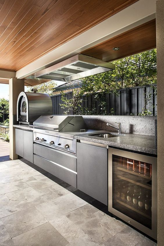 Backyard Kitchen Ideas: Elegant Modern Decor