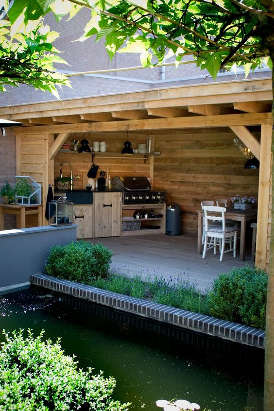 Backyard Kitchen Ideas: Earthy Wood Accents