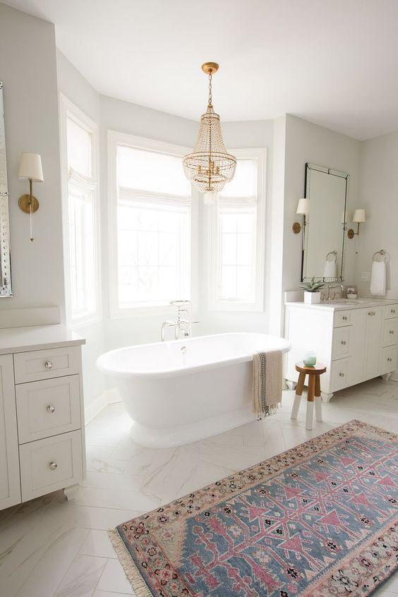 Bathroom Bathtub Ideas: Striking Freestanding Tub