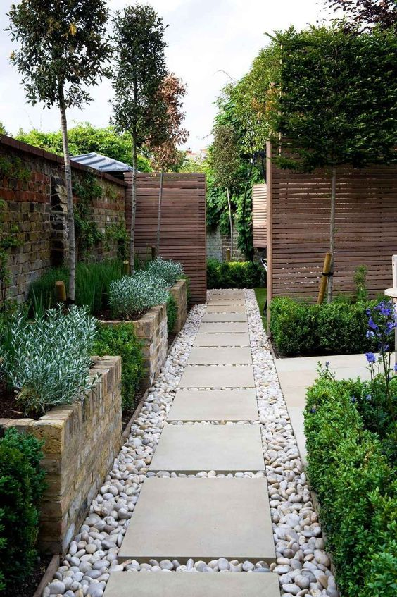 Backyard Landscaping Ideas: Rustic Side Pathway