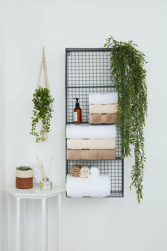 Bathroom Storage Ideas: Wire Wall Grid