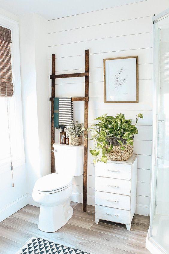 Bathroom Storage Ideas: Rustic Standing Shelf