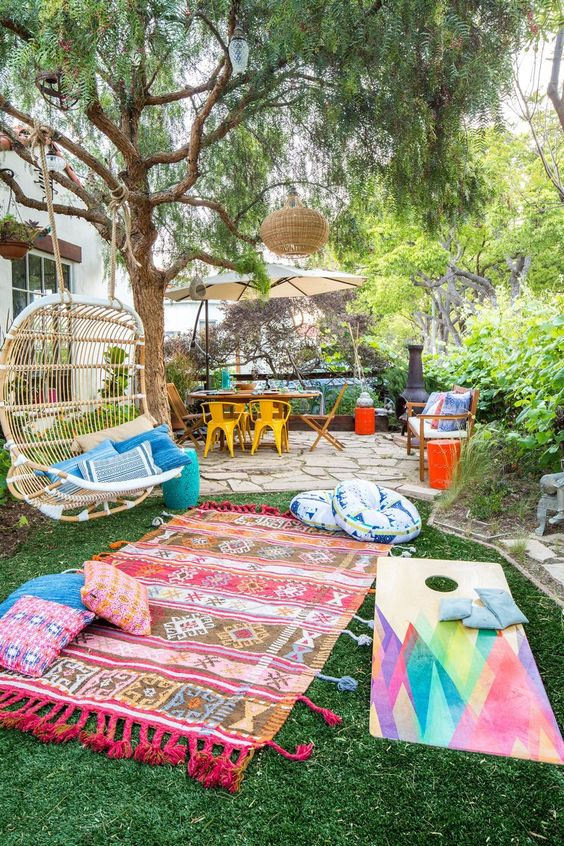Boho Backyard Ideas: Minimalist Colorful Accents