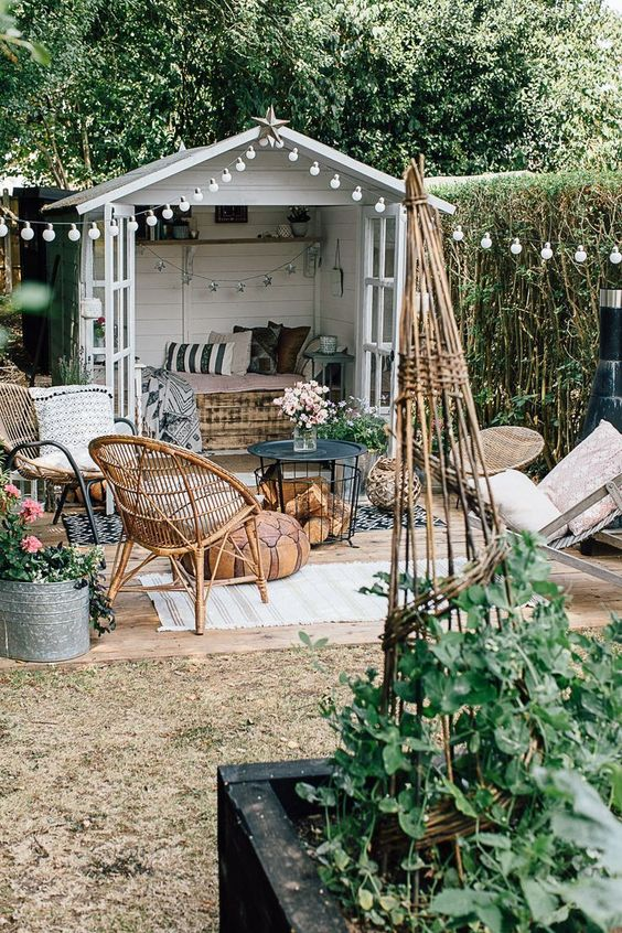 Boho Backyard Ideas: Chic Retro Vintage