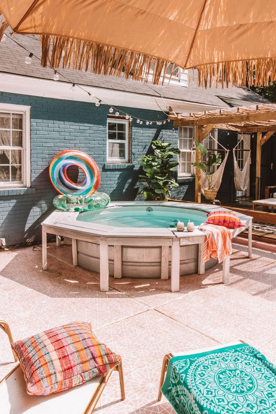 Swimming Pool Party Ideas: Minimalist Outdoor Party