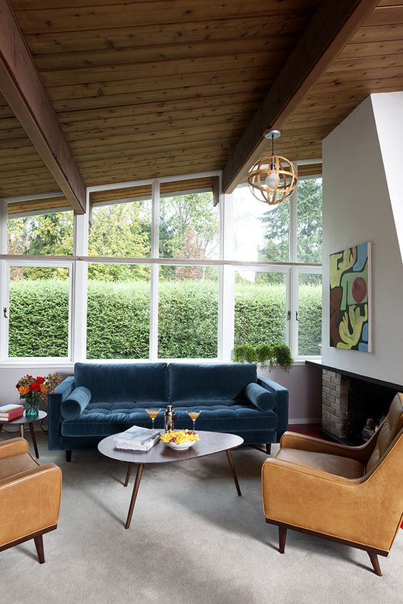 Traditional Living Room: Stylish Earthy Elements