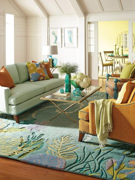 Traditional Living Room: Striking Color Combination