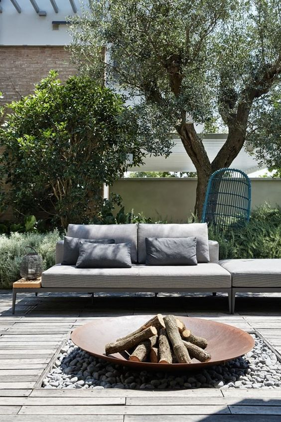 Backyard Sitting Area Ideas: Charming Rustic Look