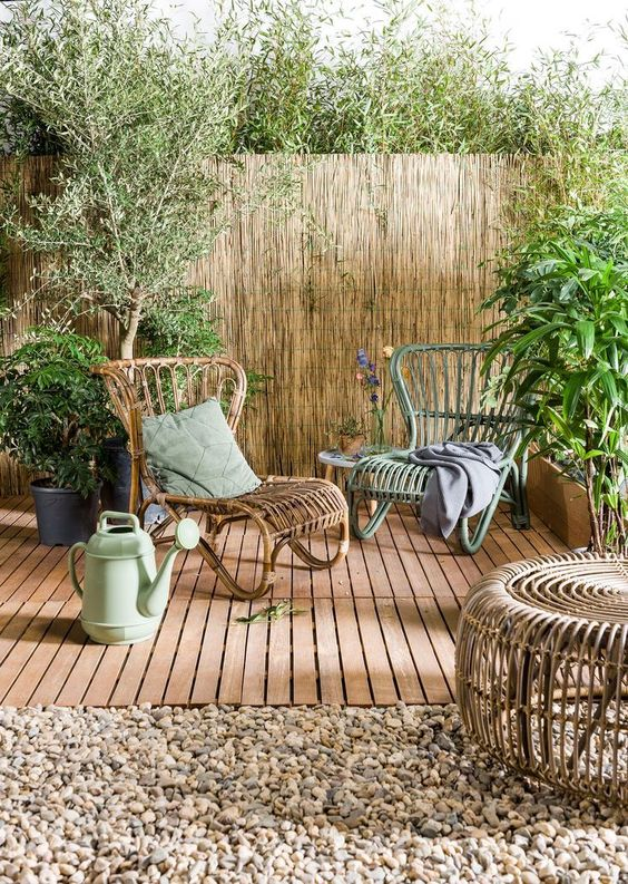 Backyard Sitting Area Ideas: Decorative Rustic Decor