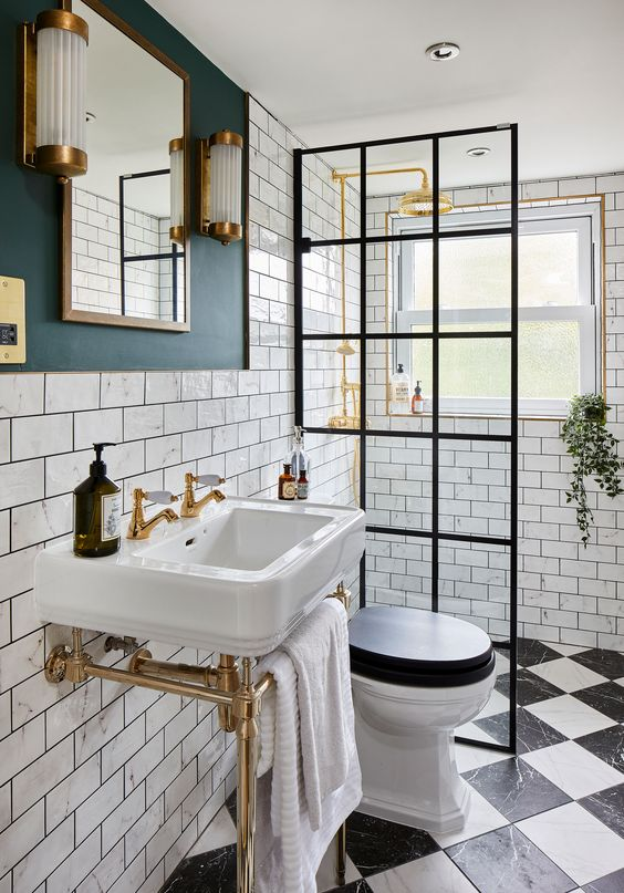 Small Bathroom Ideas: Breathtaking Gold Accent